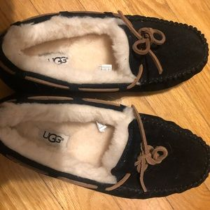 Ugg Dakota Black Moccasin 8 . New never worn
